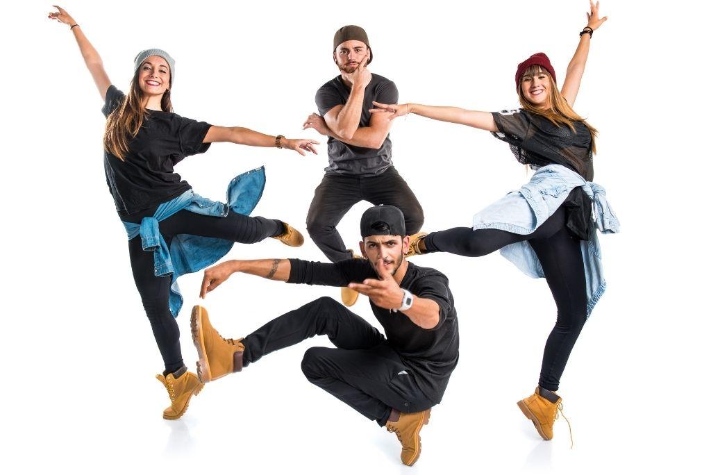chicos bailando un flashmob