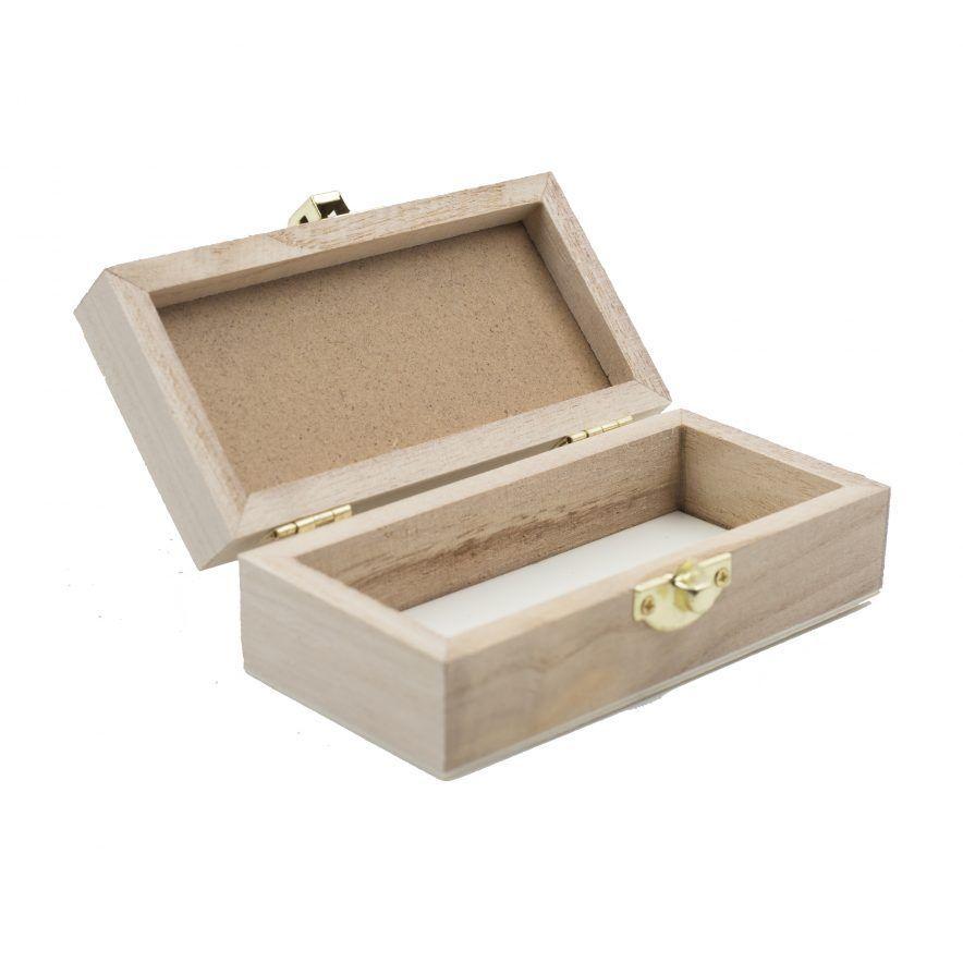 Caja de madera pequeña abierta